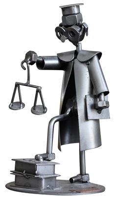Statuette d'avocat sur le bureau de Brigitte Bouillonnec, Avocat à Rochefort